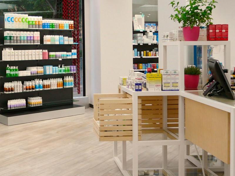 Interiores farmacia COR mobiliario