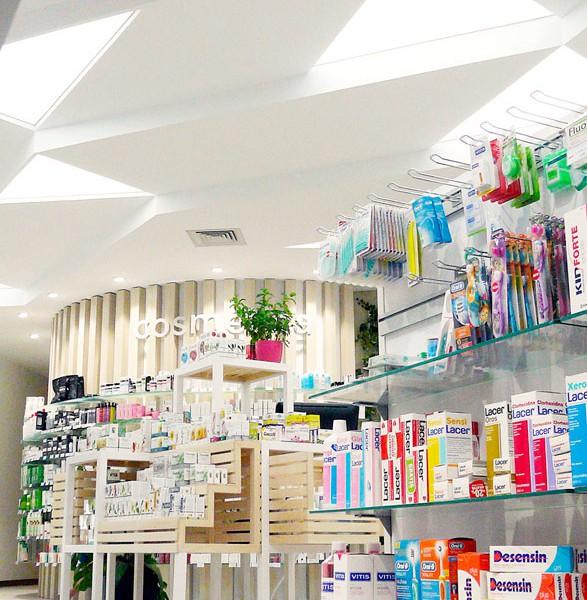 Expositores y gónodolas farmacia COR mobiliario