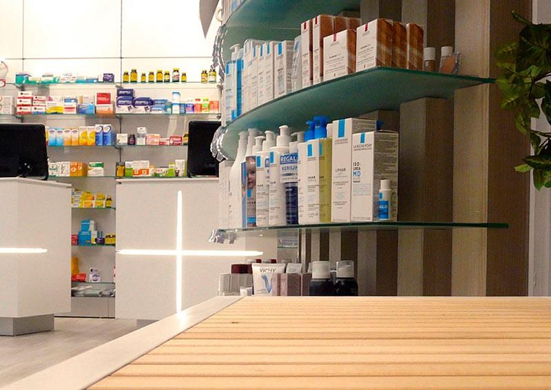 Mostradores desde gondola farmacia COR mobiliario
