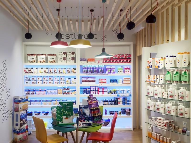 Interior de la Farmacia Femenia